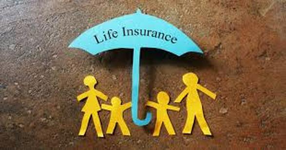 paper stick figure of family under a life insurance umbrella
